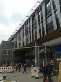 Denkmal-Bogen vor dem Neubau auf dem Garbátyplatz; Foto: BS